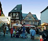Weihnachtsmarkt in Rüdesheim am Rhein, Oberstrasse / Ecke Marktstrasse, 29. November 1998, Foto 19, © Wilhelm Hermann, Oberwesel